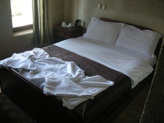 Guven Cave Hotel : Letto