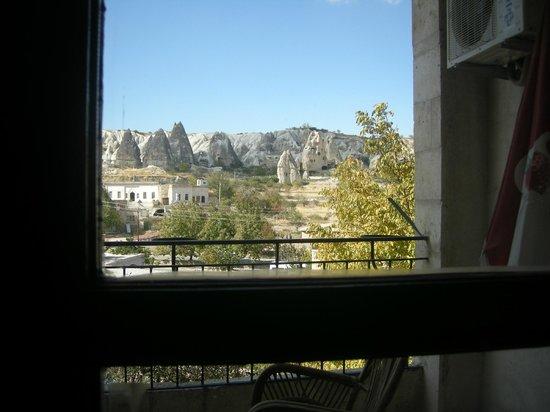 Guven Cave Hotel: Vista dalla camere e dal terrazzo