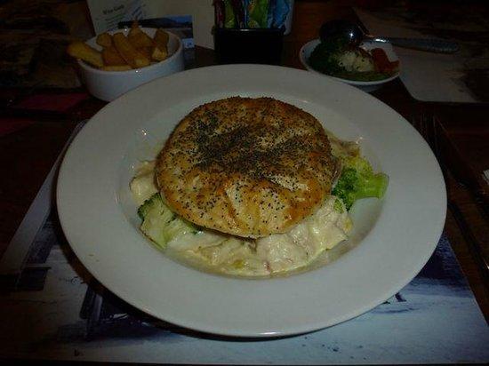 The Ship Inn: Chicken, Ham & Broccoli Pie