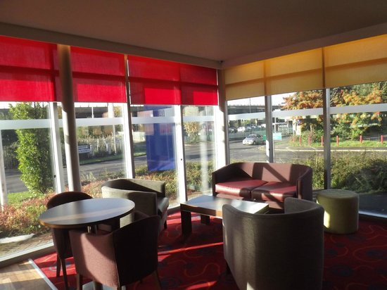 Park Inn by Radisson Birmingham Walsall: Light, airy dining area