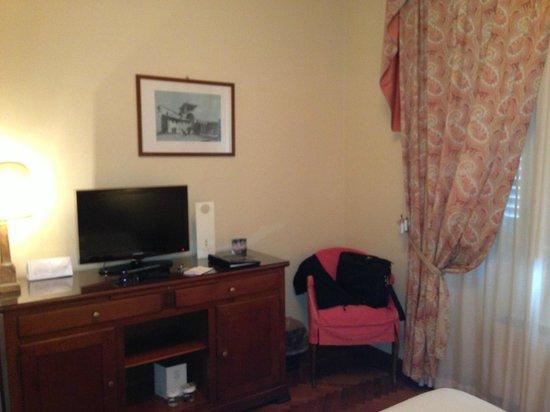Plaza e De Russie Hotel: Room
