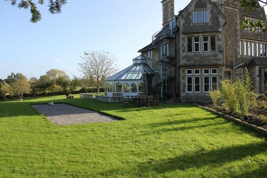 The House near Bath: Grounds with Breakfast Nook