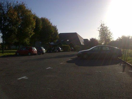 Ibis Provins : parking