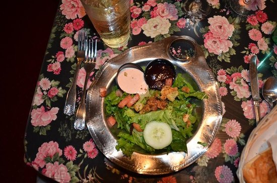 Rusty Duck Restaurant: Fresh salads with wonderful raspberry dressings.