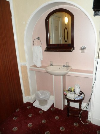 The Balmoral House Hotel : lavandino