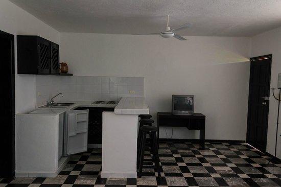 Maya Del Mar: kitchen