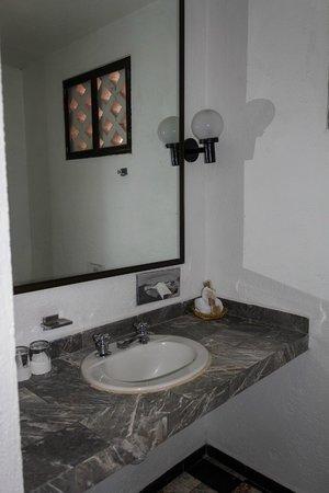 Maya Del Mar: bathroom