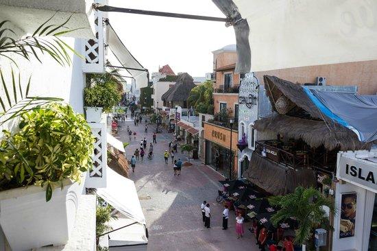 Maya Del Mar: walking street