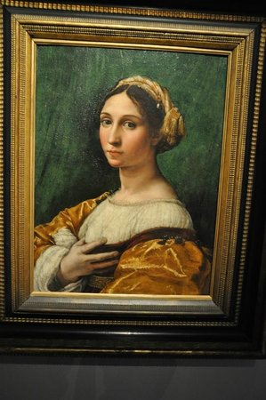 "Palais de Rohan: Raphael's ""Portrait of a young lady"" 1520"