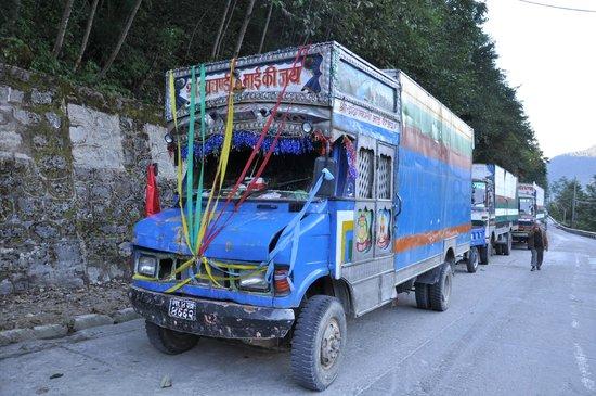 Zhangmu Gang Gyan Hotel: So many trucks - dust is a problem!