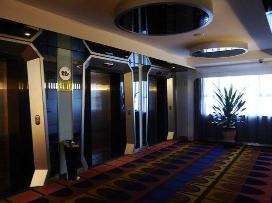 Yaxiang Jinling Hotel Luoyang: Elevators 22nd floor