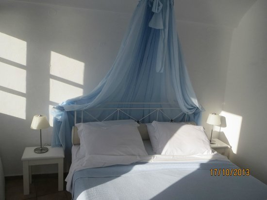 Iliovasilema Suites: Bedroom
