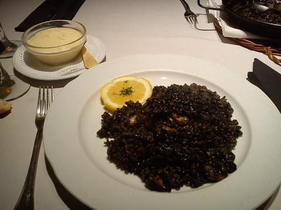 Sitges Bon Estar: arroz negro con aliolli