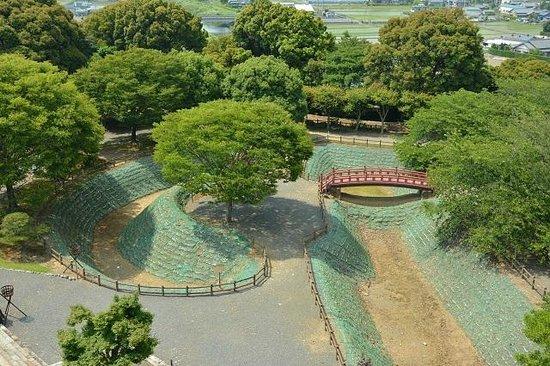 Koyama Castle: 天守前の三日月堀、馬出し、堀