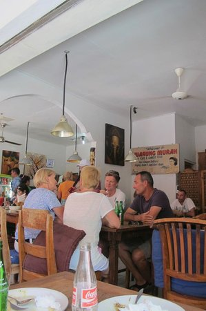 Warung Murah : Restaurant frequented by locals who can afford and tourists alike