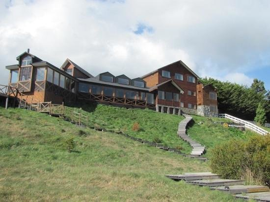 Weskar Patagonian Lodge: view from the road