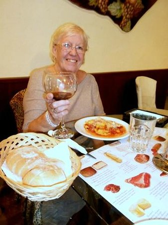 Bellagio Point : Cheers, yummy wine!