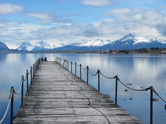 Weskar Patagonian Lodge: a pier next to the hotel
