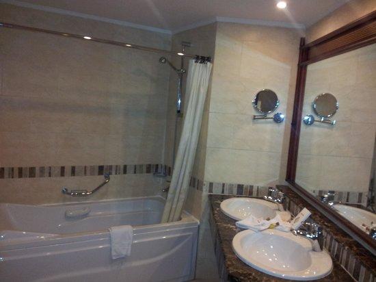 Maritim Jolie Ville Kings Island Luxor: Bathroom