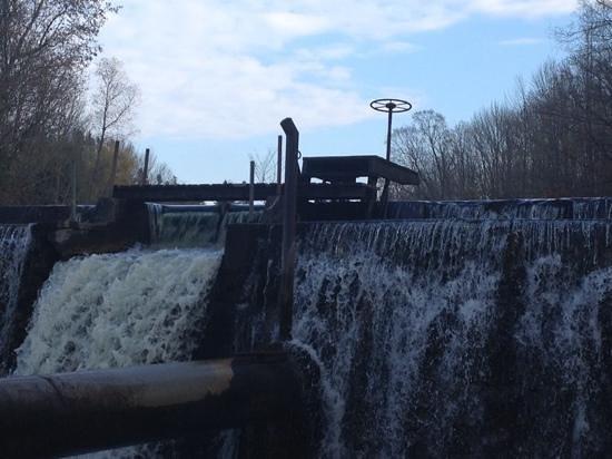 The Falls Inn & Spa: Upper dam