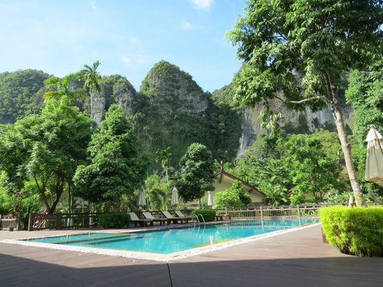 Aonang Phu Petra Resort, Krabi : Típicas formaciones rocosas de la zona de Krabi
