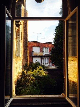 Hotel Notre Dame : Morgentlicher Ausblick aus dem Dreibettzimmer