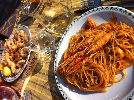 Trattoria ai Cacciatori: Spaghetti alla Buzara da paura !!!