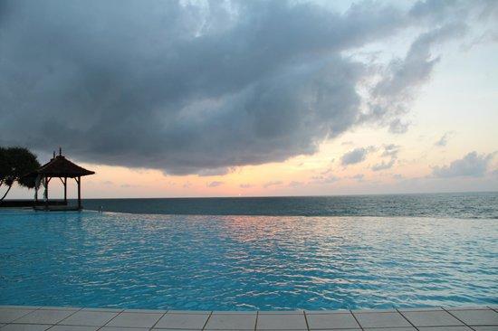 Saman Villas: piscine