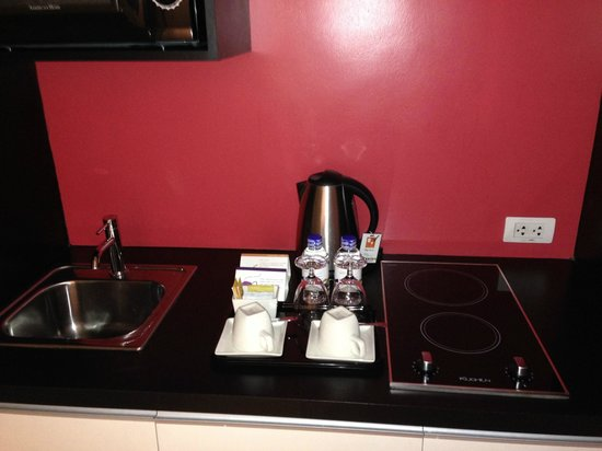 The Picasso Boutique Serviced Residences: mini kitchen