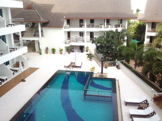 Pinnacle Grand Jomtien Resort: Вид из окна на бассейн