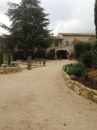 Hotel Bastide de Lourmarin: entrée de l'hôtel