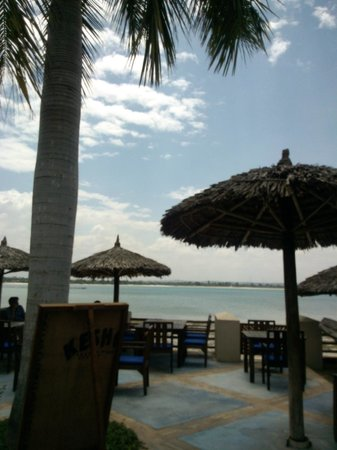 The Waterfront Sunset Restaurant & Beach Bar: Vista dalla terrazza