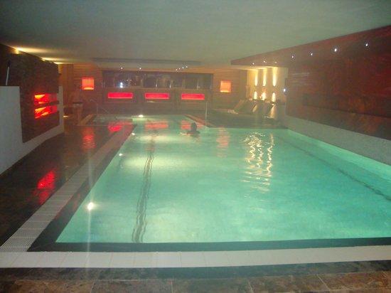 Hotel Butgenbacher-Hof : piscine