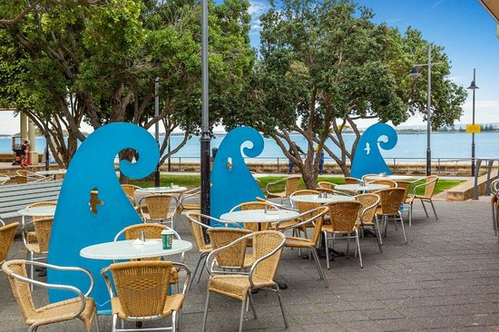 Quest Bunbury Apartment Hotel: Walking distance from the shops & cafes at the Marlston Waterfront