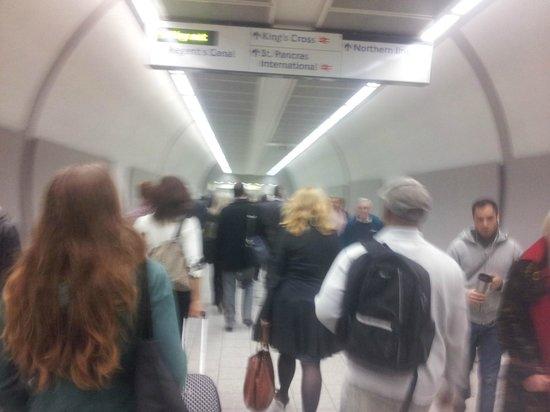 Bayswater: Por la izquierda hasta en el metro