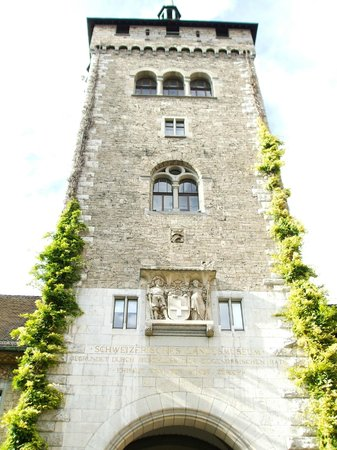 Swiss National Museum: Building entrance tower