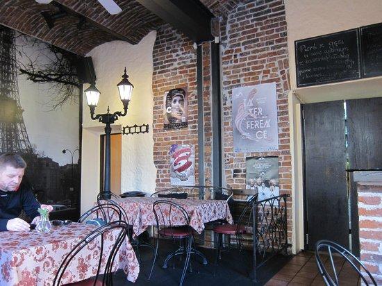 Zazie Bistro : Main floor dining  room