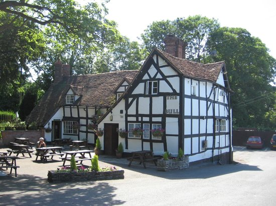 Worcestershire, UK: The Bull, Ambridge 2010 (with acknowledgements to The Old Bull, Inkberrow)