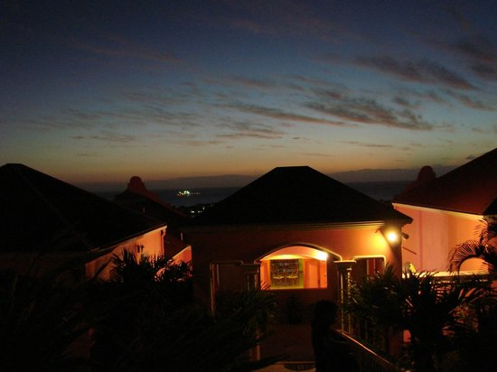 The Villas at Sunset Lane: Night time