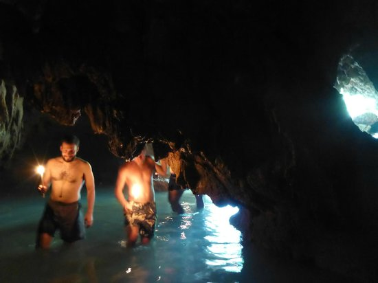 Lanquin Caves: entering the cave