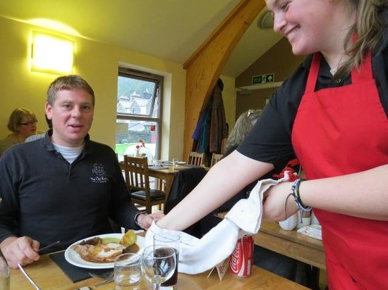 Caffi'r Ceunant: Service with a smile!