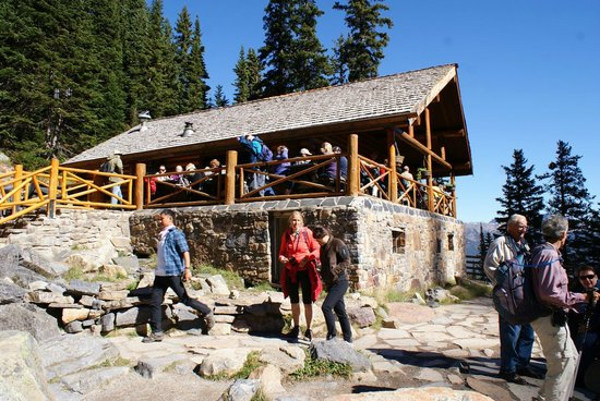 Lake Agnes Teahouse: Teahouse - pretty crowded most of the time