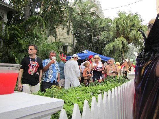 Chelsea House Hotel in Key West: Yard party for the parade, free drinks and apps!