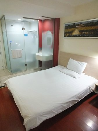 Hanting Express (Beijing Changhongqiao): Intergrated bathroom/bedroom