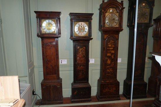 Hollytrees Museum: clocks