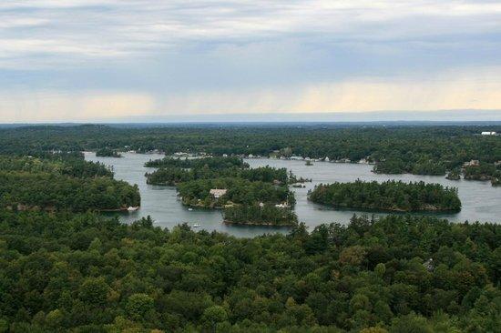 1000 Islands Tower: Blick auf die Inselwelt