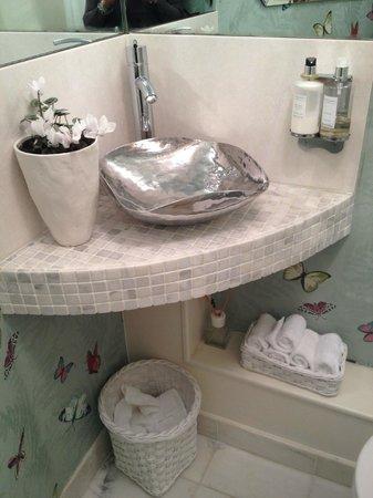 Boskerris Hotel : Amazing attention to detail in ladies washroom