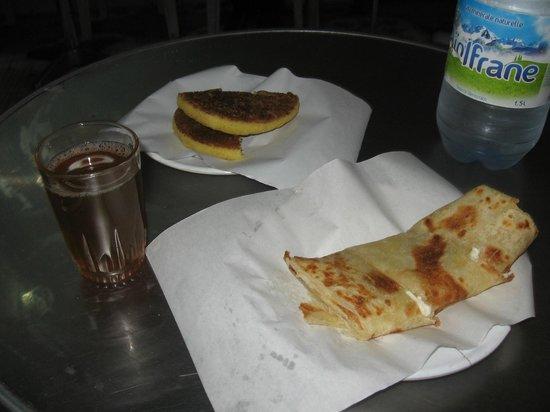 Rainbow Marrakech Hostel: Breakfast near by