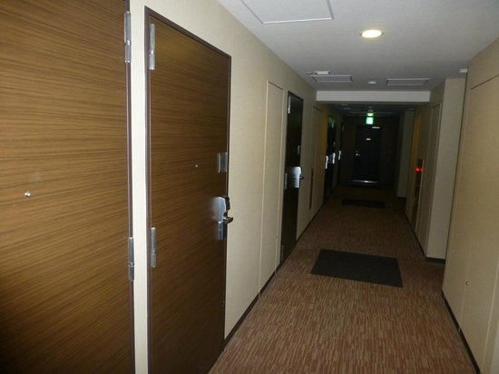 Tokyu Stay Aoyama Premier : The corridor to rooms.