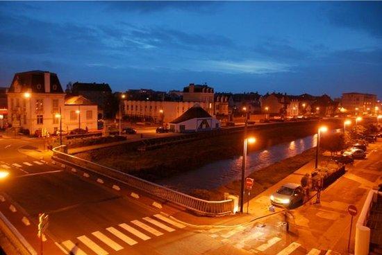 Hotel Saint Jean: Wimereux by night, vue de la chambre